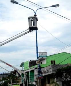 ganti bola lampu jalan 070912