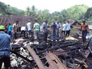 rumah terbakar di Usor Tolang 020912