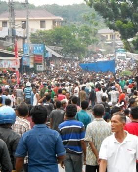 demo-blokir-jalan-simpang jambur
