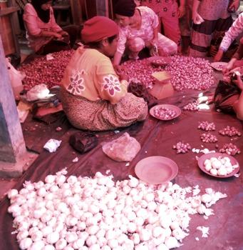 pedagang bawang 200313