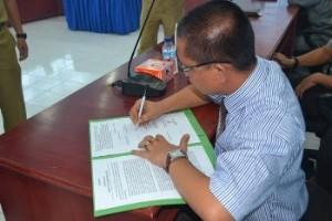 Ketua DPRD teken 290413