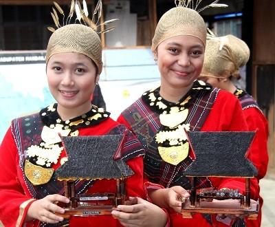 Miniatur Gordang Sambilan