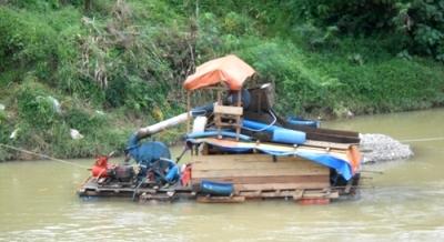 Penambang Emas di Sungai Batang Natal Resahkan Warga