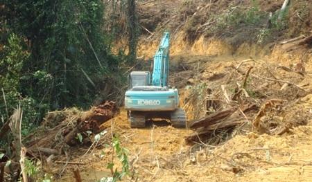 ekscavator PT. ALN di lahan sengketa