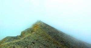 Halimun di puncak gunung sorik marapi