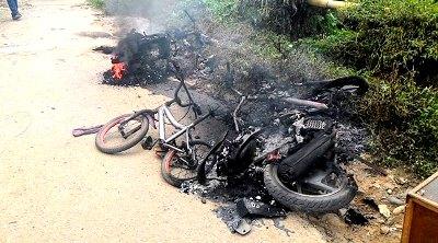Sejumlah sepeda motor korban dibakar