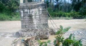 Rambin Muara Siambak dihantam arus sungai