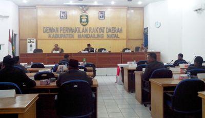 Rapat paripurna penyampaian hasil reses DPRD Madina