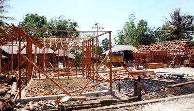 Pembangunan 8 unit rumah yang terbakar di desa Ujung Marisi