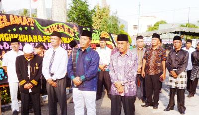 Bupati Madina Dahlan Hasan Nasution saat tiba di pelantikan BPA Mandailing Julu di Pasanggarahan Kotanopan