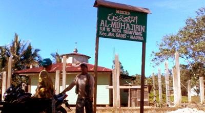 Tiang bangunan baru Mesjid Al Muhajirin, Tabuyung yang terbengkalai