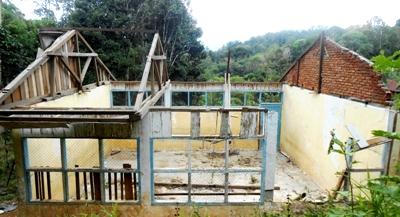Gedung SD Negeri 197 Desa Simpang Tolang yang hancur