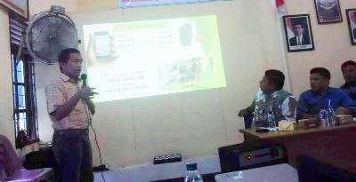 Konsultant IT KPU Madina, Muhammad Rizki Lubis memaparkan teknis SMS Sidalih