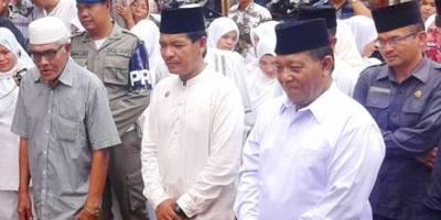 Bupati Madina Dahlan Hasan Nasution bersama tokoh masyarakat