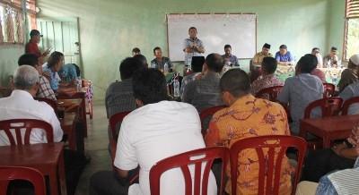 Pertemuan bupati Madina, PTPN IV dan warga di Batu Sondat, Batahan