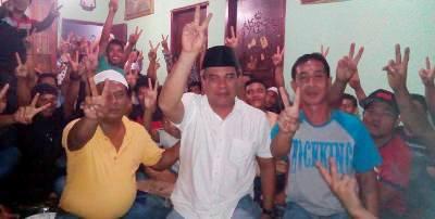 Jakfar Sukhairi bersama warga Panyabungan