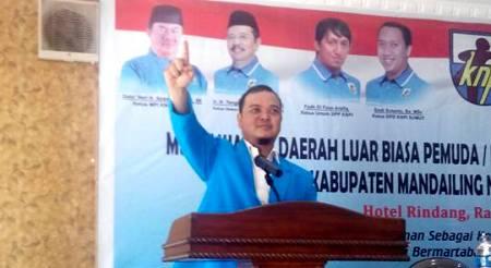 Onggara Lubis berpidato di Musyawarah Luar Biasa KNPI Madina