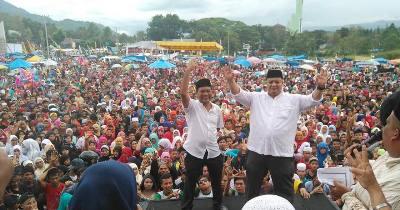Pasangan Haji-Miswaruddin di kampanye akbar