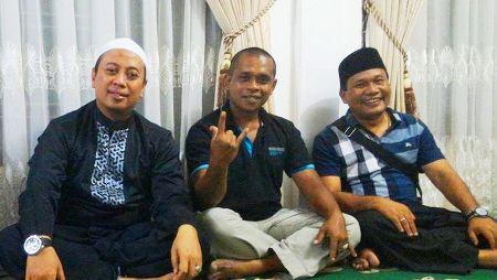 Saparuddin Haji Lubis (pakai peci) dan Opick pakai lobe