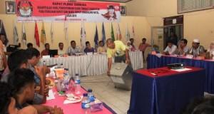 Rapat Pleno Terbuka Rekapitulasi Hasil Penghitungan Suara Tingkat Kabupaten pada Pemilihan Bupati dan Wakil Bupati Madina Tahun 2015 yang berlangsung di Aula KPU Madina