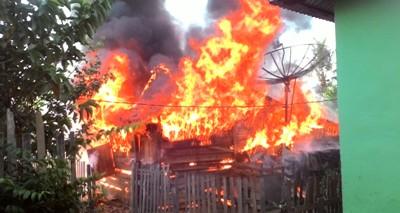 Rumah milik Asrin saat terbakar