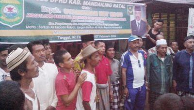 Syahriwan Nasution bersama warga saat reses di Gunung Baringin