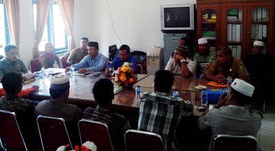 Warga 3 desa Panyabungan Barat bertemu dengan Komisi I DPRD Madina