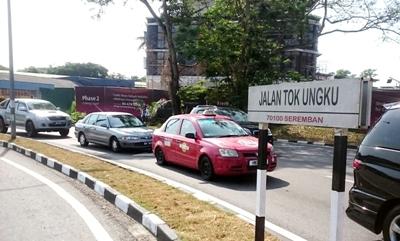 Jalan Tok Ungku salah satu ruas jalan tak jauh dari perbukitan lokasi makam Tuanku Tambusai