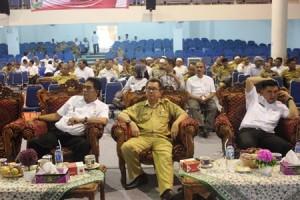 Kepala Bappeda Madina dan peserta Musrenbang saat mengikuti kegiatan - Copy