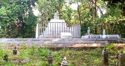Makam Tuanku Tambusai berkolasi di komplek pemakaman Muslim di satu perbukitan Seremban, Malaysia