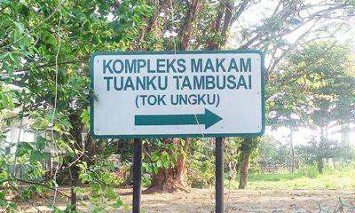Plang merek penunjuk arah menuju makam Tuanku Tambusai