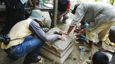 Tim Balai Arkeologi Medan dan Tympanum  meneliti material candi di Aek Milas Siabu
