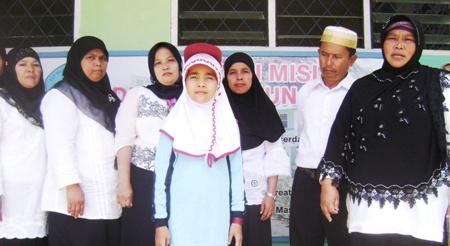 Enni Sopiah Lubis bersama para guru