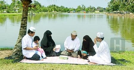 Keluarga muslim (foto : Hidayatullah.com)