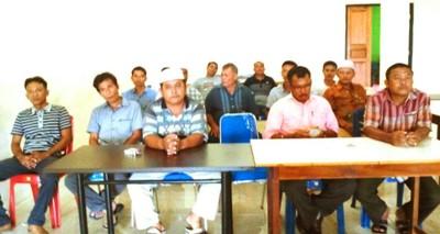 Para kepala desa 4 desa, pimpinan 4 koperasi dan tokoh masyarakat saat jumpa pers di Panyabungan
