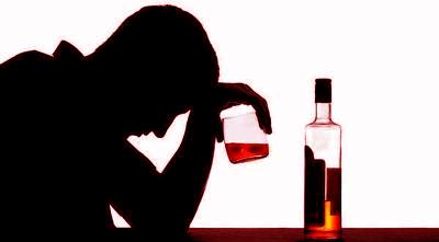 Pemimun alkohol (ilustrasi)