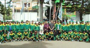 Sekda dan kontingen foto bersama sebelum berangkat ke Popdasu
