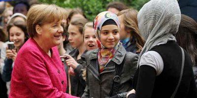 Kanselir Jerman, Merkel menyalami gadis muslim