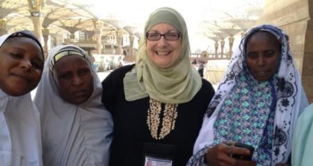 Kristin Szremski bersama muslimah Africa