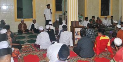 Sekda Madina menyampaikan sambutan dalam acara safari ramadan di Panyabungan Timur