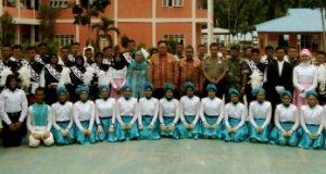 foto bersama di lapangan SMA Negri 1 Kotanopan usai Konser Pamit