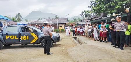 Kapolres Madina memberikan penjelasan kepada warga di Desa Sihepeng