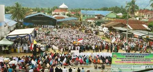 massa muslim dalam kegiatan tausiah di Panyabungan 4 November 2016 berharap pemerintah RI serius mengadili Ahok
