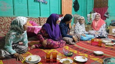Mastiara Hasibuan di rumah keluarga di Desa Sihepeng Kecamatan Siabu