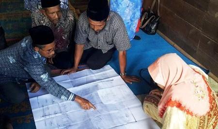 Pihak keluarga di Pakantan Dolok menunjukkan dokumen susur stambuk keluarga Dato Habibah binti Zon Lubis
