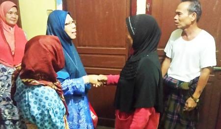 Puan Nurmah binti Mahiram Batubara saat bertemu kelarga sepupunya Arman Batubara di Tangga Bosi, Siabu